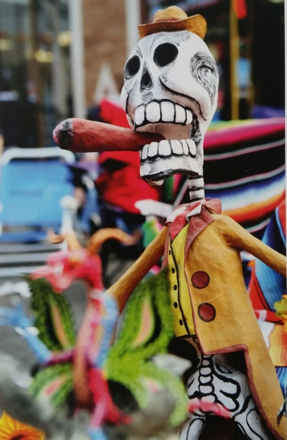 Edgar Hoill 'Day of the Dead' –Traditionelle Papiermaché-Figur, Seite 7